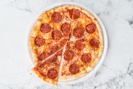 소시지와 함께 피자