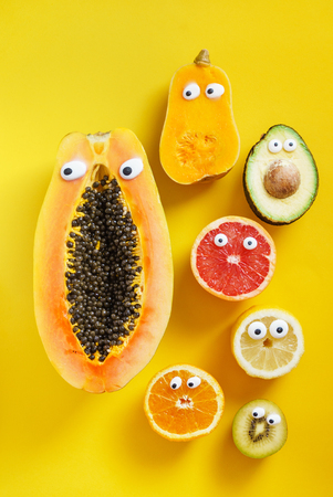 Lustige Früchte und Gemüse Standard-Bild - 82194774