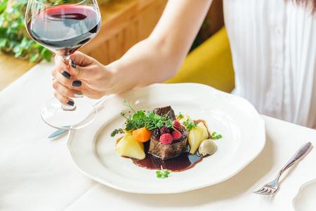 レストランでのディナー