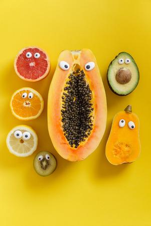 Lustige Früchte und Gemüse Standard-Bild - 82944128