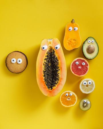 Lustige Früchte und Gemüse Standard-Bild - 82901174