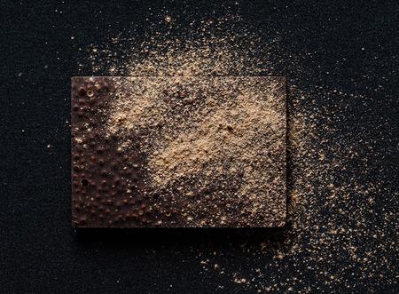 raw chocolate with quinoa and berries, 版權商用圖片 - 128519516
