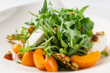 salad with apricots Imagens - 82901162