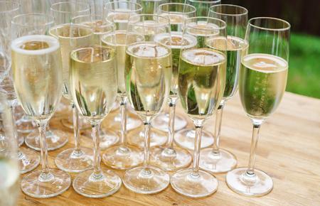 Champagner Brille Standard-Bild - 83491319