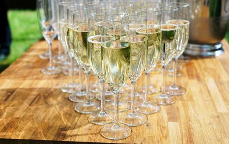 Champagner Brille Standard-Bild - 83491359