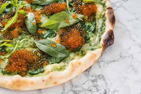 pizza met kaviaar