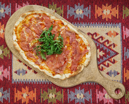 pizza with ham and arugula
