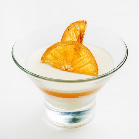 Oranje panna cotta Stockfoto - 84930955