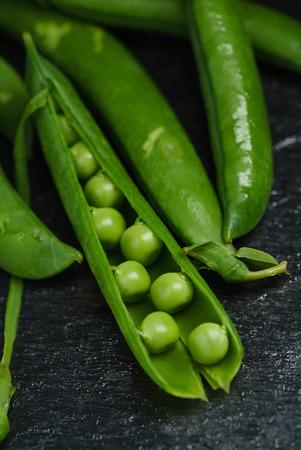 green peas Banco de Imagens - 84994544