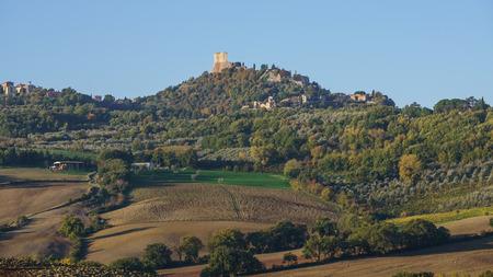 Tuscany landscape 版權商用圖片 - 85012186