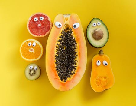 Lustige Früchte und Gemüse Standard-Bild - 85688356