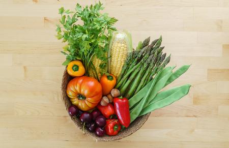かごの中の新鮮な野菜 写真素材 - 85688490