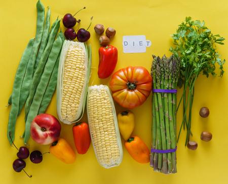黄色の背景に新鮮な野菜 写真素材