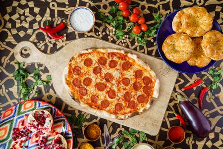 Leckere Pizza Standard-Bild - 86110193