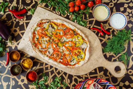 Leckere Pizza Standard-Bild - 85975504