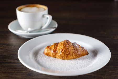 fresh croissant 版權商用圖片 - 86577107