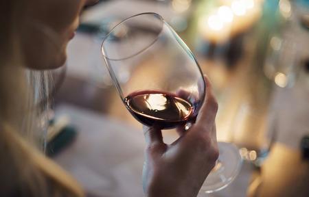 赤ワインと女性 写真素材