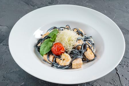 black spaghetti with prawn