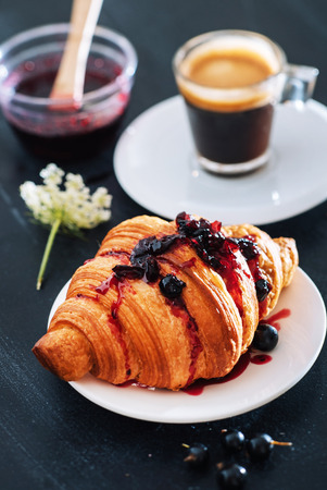 koffie en een croissant