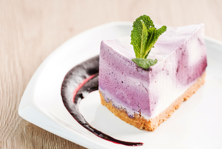 cheesecake with berry