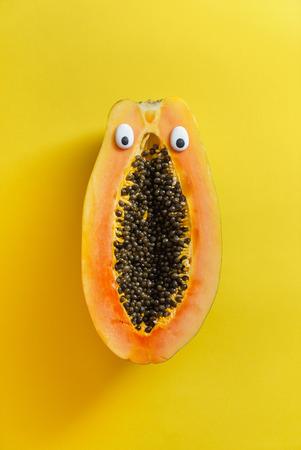Lustige Papaya Standard-Bild - 88089322