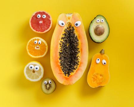 Lustige Früchte und Gemüse Standard-Bild - 88089374