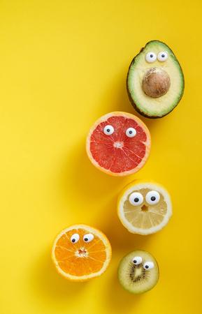 Lustige Früchte und Gemüse Standard-Bild - 88481967