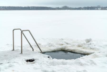 얼음 구멍 스톡 콘텐츠 - 88445127