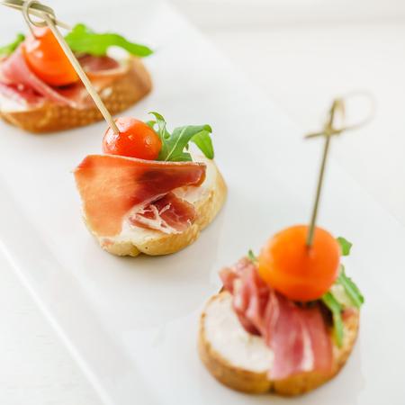 Catering Tisch Standard-Bild - 88445134