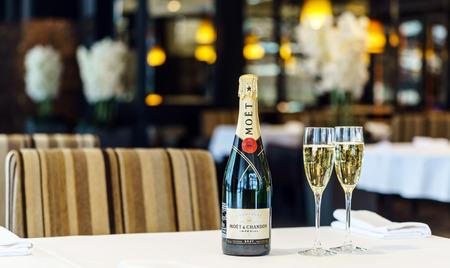 ベラルーシ、ミンスク-1 月 24 日、レストランでモエ ・ エ ・ シャンドン シャンパンの 2017:Bottle。