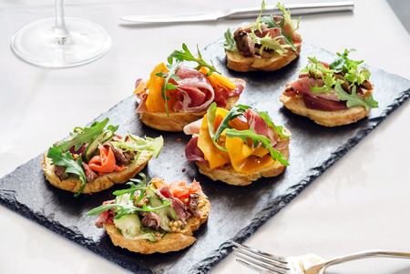 canape on the Christmas table Imagens - 88703933