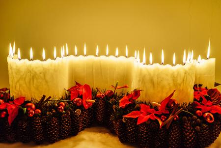 Velas na mesa de Natal Foto de archivo - 89634208