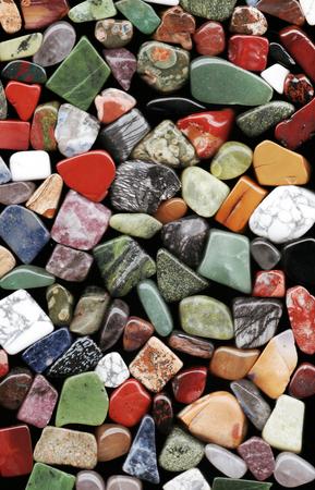 verschillende gepolijste natuurlijke minerale stenen en edelstenen