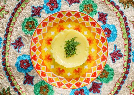 접시에 으깬 감자