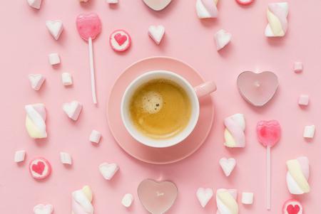 koffie met snoepjes voor Valentive dag Stockfoto