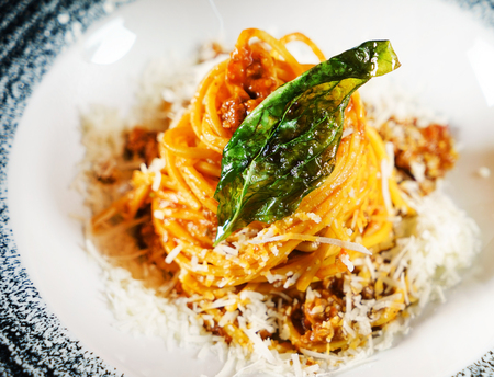 italian pasta with sauce Фото со стока - 91682705