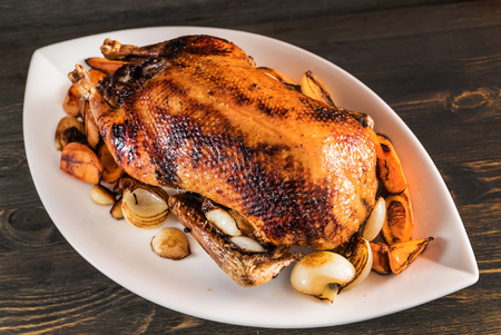 roasted duck with vegetables Imagens