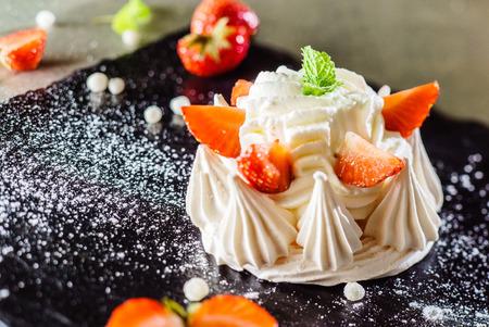Strawberry pavlova cake Banco de Imagens