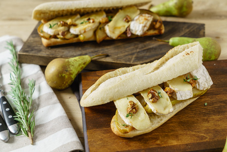 ciabatta with pear and cheese