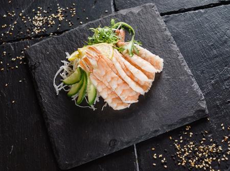 shrimps sashimi with salad 版權商用圖片