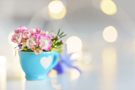 beker met bloemen Stockfoto