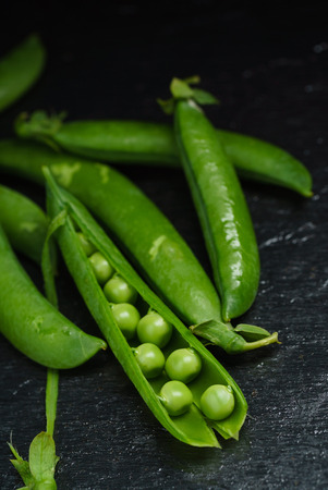 green peas on black 版權商用圖片