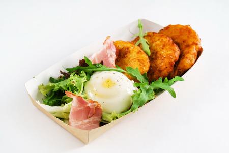 卵とベーコンのポテトパンケーキ 写真素材