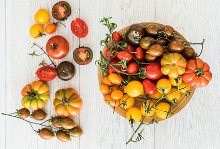 Bunte Tomaten Standard-Bild - 93783723