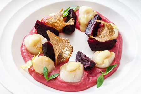 scallops with beetroot sauce