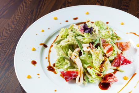Salade met kip Stockfoto - 94998134