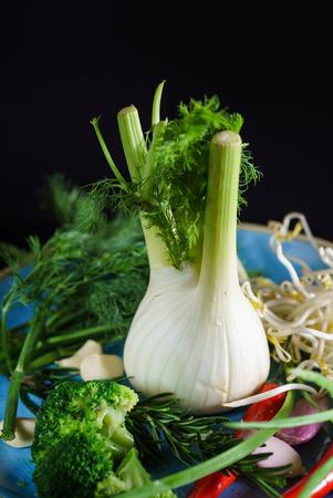 Frisches Gemüse auf dem Teller Standard-Bild - 96315892