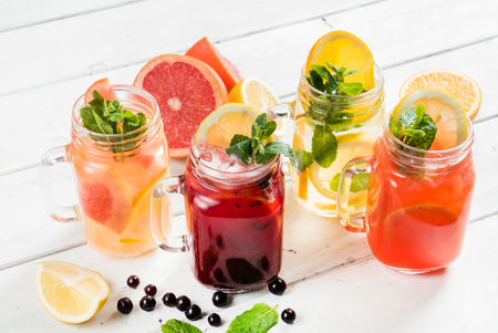 딸기와 여름 음료