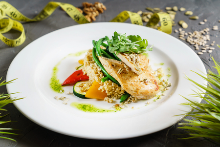 quiona with chicken fillet Imagens - 98927873