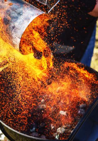 Feu sur un barbecue Banque d'images - 99579461